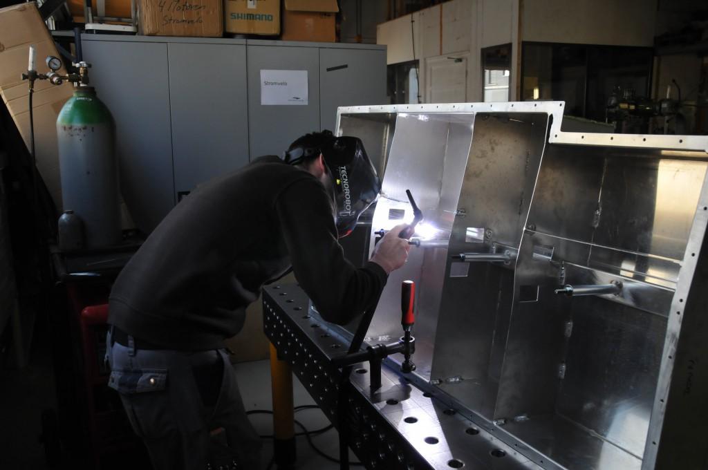 With a little help from my friend Roman, the aluminium welder!
